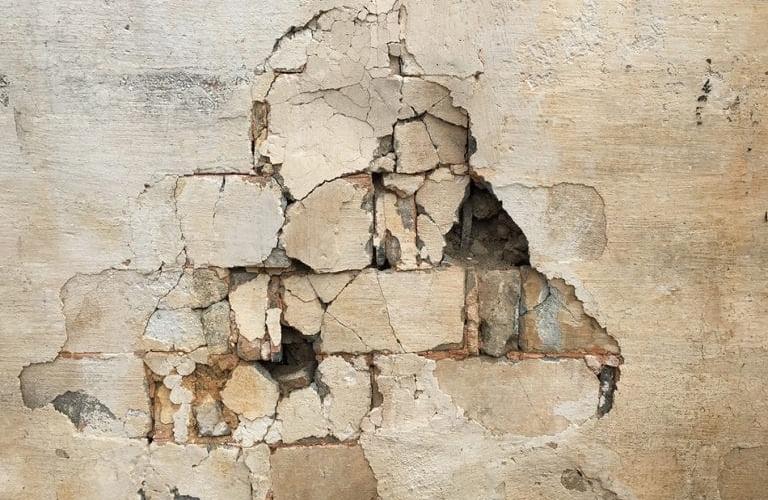 Des fissures dans le mur ? Voici à quel point vous devriez être préoccupé